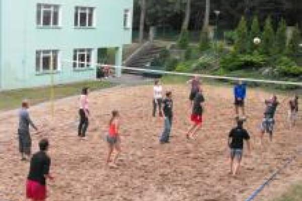 obozy nad morzem dla młodzieży